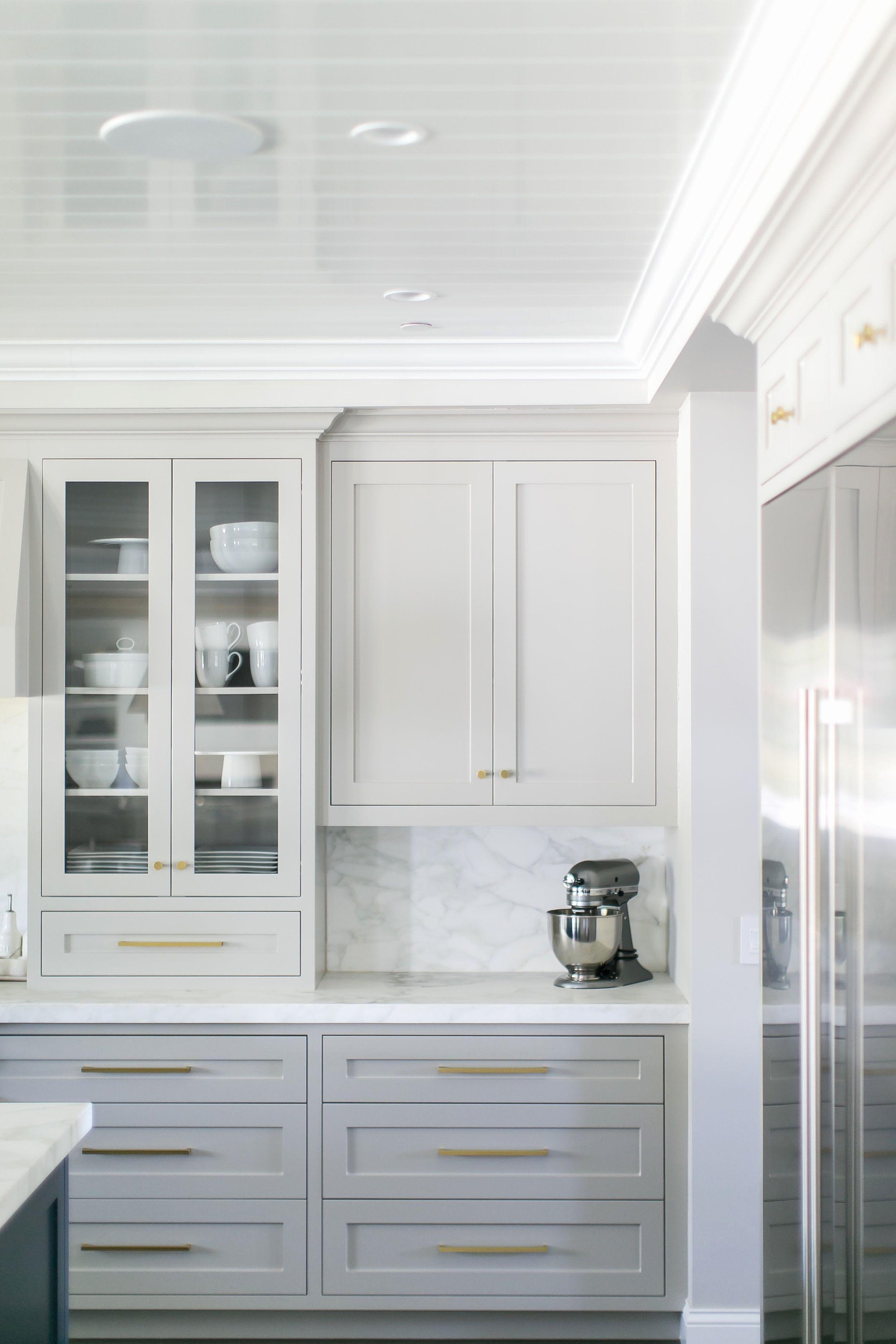Messing kitchen cabinet hardware - Cabinet hardware hat eine wichtige Funktion, so dass der Schrank Schubladen und Türen leicht öffne... #graykitchencabinets