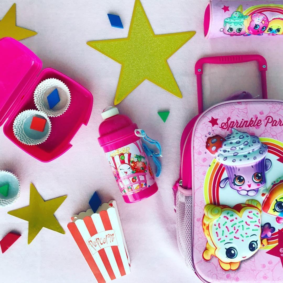 Let Them Continue Their Adventures With Shopkins At School الكثير من المغامرات الممتعة في المدرسة مع شخصيات شوبكنز Shopkins B Sugar Cookie Sprinkles Kitty