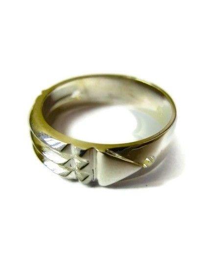 Ring von Atlantis 333er-Gold - Der Träger sollte sich allmählich an die Anwesenheit seines Ringes gewöhnen und lernen, mit ihm zu leben.