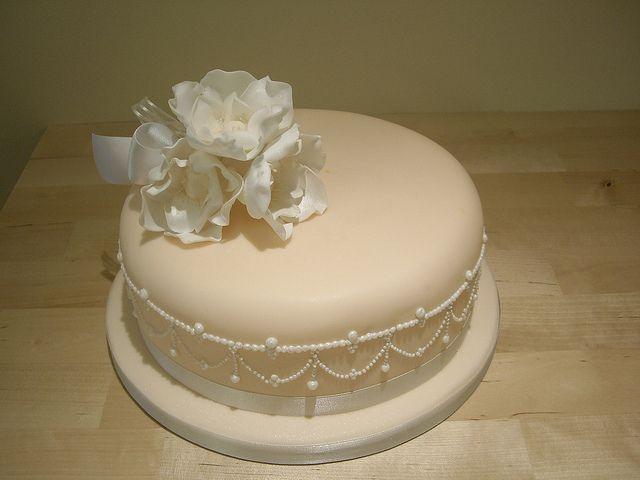 A Stunning Single Tier Wedding Cake With Piped Pearls And Sugar Flowers By The Foxy Company