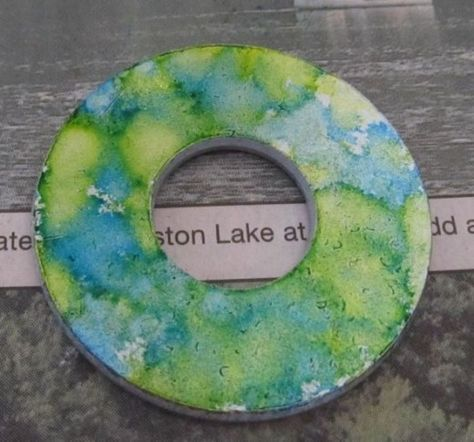 How to Make Necklaces Using Alcohol Ink on Metal #alcoholinkcrafts