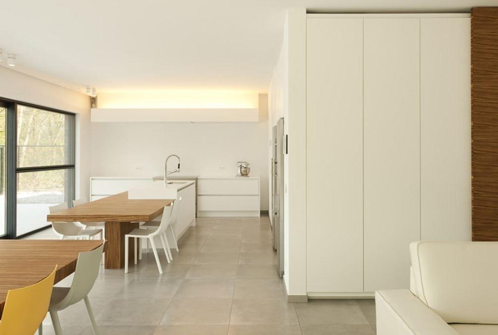 Interieurinspiratie. Modern open interieur met veel lichtinval ...
