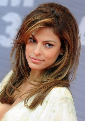 Eva Mendes' Highlighted Hairstyle (com imagens) | Cabelo ... |Eva Mendes Hair Color