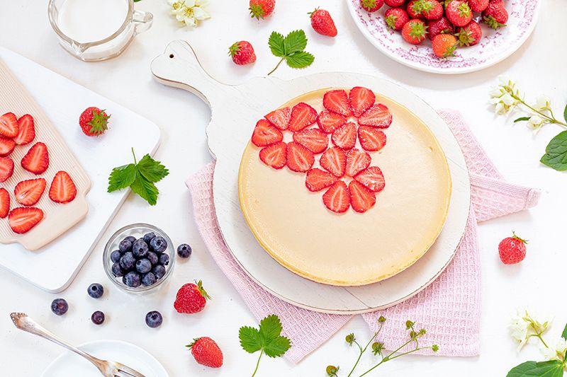 Cheesecake Mit Erdbeeren In Blumenform In 2020 Erdbeeren Kuchen Und Torten Rezepte Kuchen Und Torten