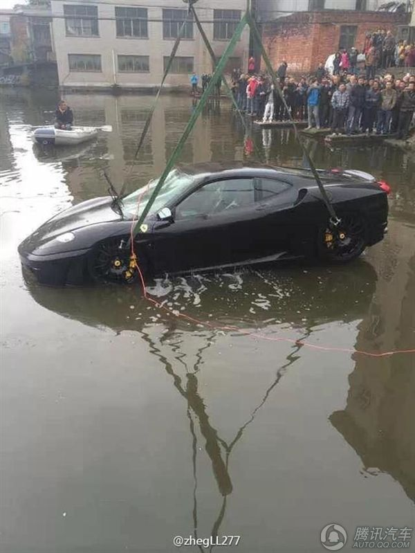 Nice Ferrari F430, Into The Water.