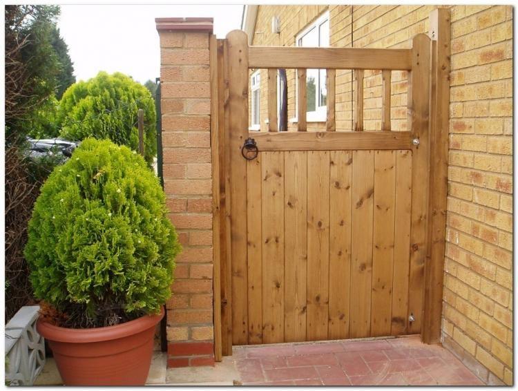 20 Classic Wooden Gates Design Ideas
