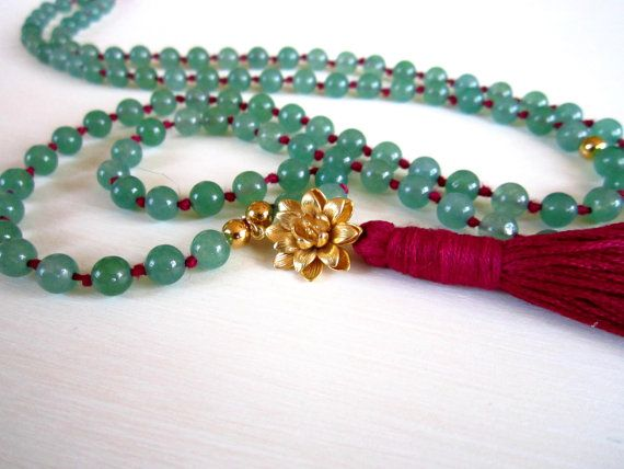 This is a lisiting for a very unique, luxurious and feminine hand-made mala necklace. It is made with 108 gemstone beads of your choice, 4 gold plated spacer beads, a gold plated lotus charm and a bright colored tassel. The beads are 6mm each, and the lotus charm is approx. 20mm. >> Please select your choice of gemstone from the drop down menu! (first one is green aventurine, then purple amethyst, then black onyx, then red garnet and lastly smokey quartz)  It is hand knotted with knots in…
