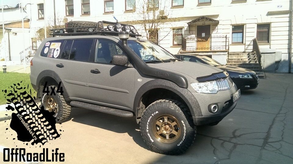 Mitsubishi Pajero Sport With Off Road Tyres Google Search Pajero Sport Pajero Pajero Dakar