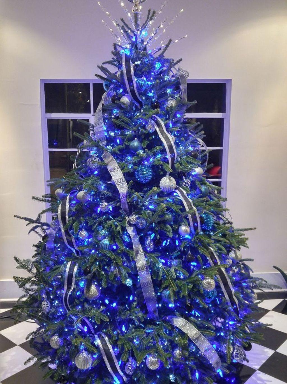 Awesome 46 Elegant Blue White Christmas Decor Ideas Blue Christmas Tree Decorations White Christmas Decor Blue Christmas Tree