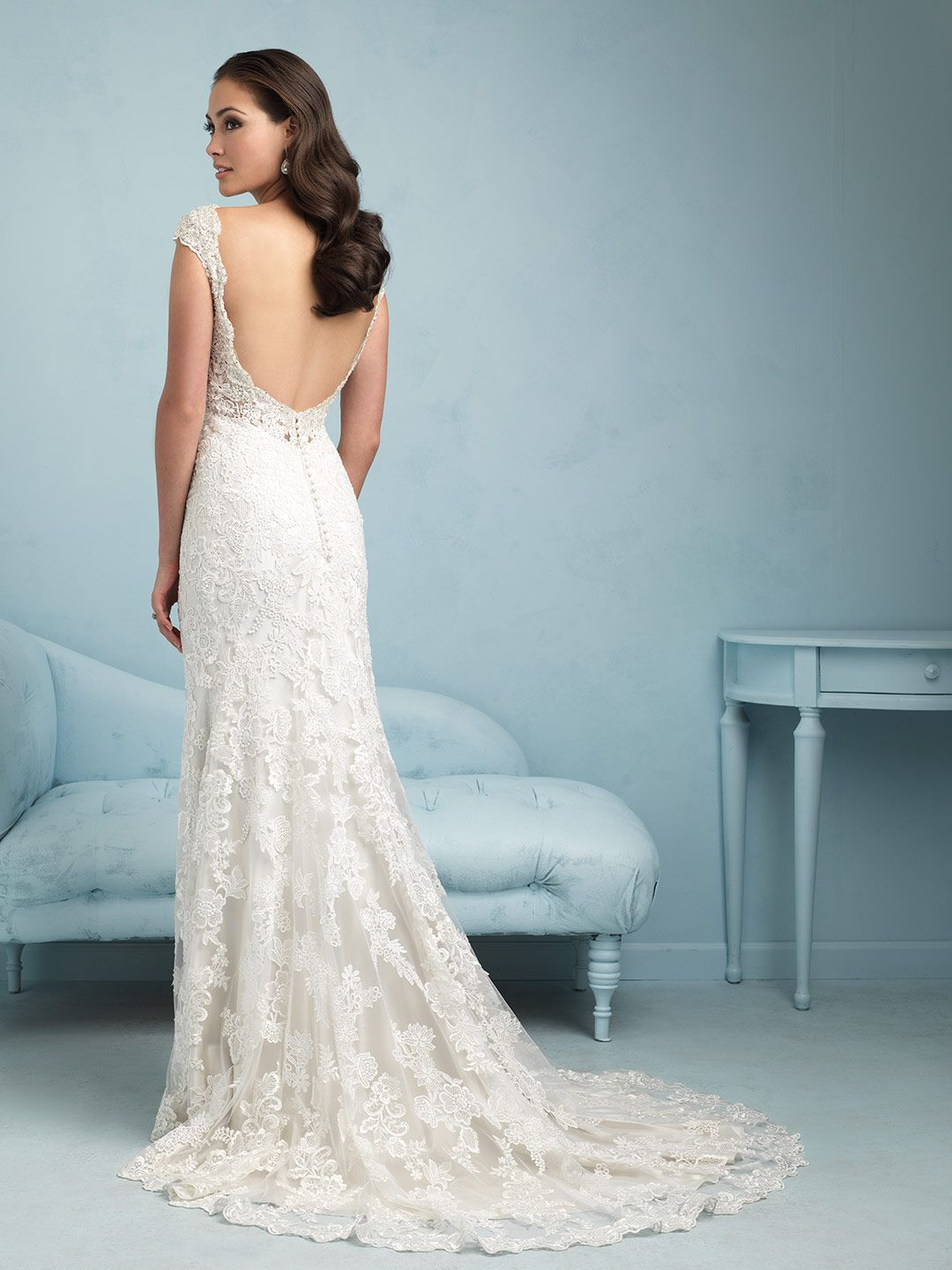 This cap sleeved sheath splashes guipure lace across a satin ...