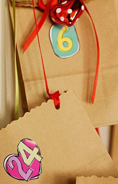 Manchmal lassen sich mit den einfachsten Mitteln die schönsten Bastelideen verwirklichen - in der Adventszeit zum Beispiel mit persönlichen Lunchbag- Adventskalendern.