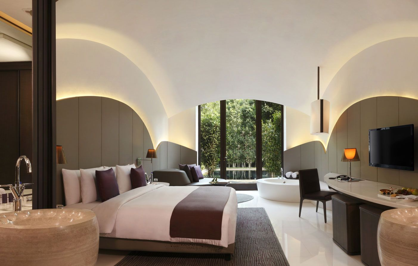 The Roseate A Luxury Resort In New Delhi Narrates A Clear Visual