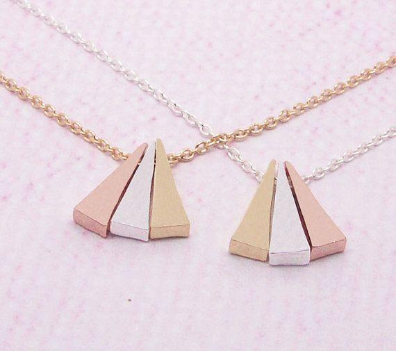 Hey, j'ai trouvé ce super article sur Etsy, chez https://www.etsy.com/fr/listing/230143696/3-delicate-couleur-collier-triangles-en