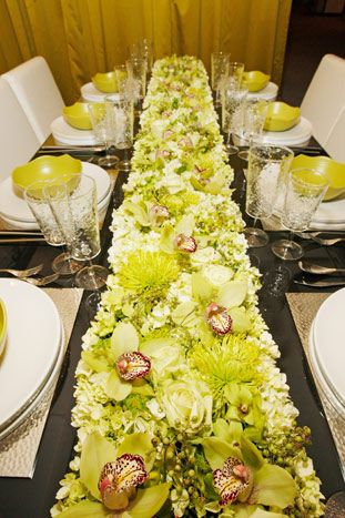 Five Floral Varieties Comprised The Long Low Centerpiece Of Mick Santiago S Design For Market Square Chicago Low Centerpieces Floral Design Floral Runner