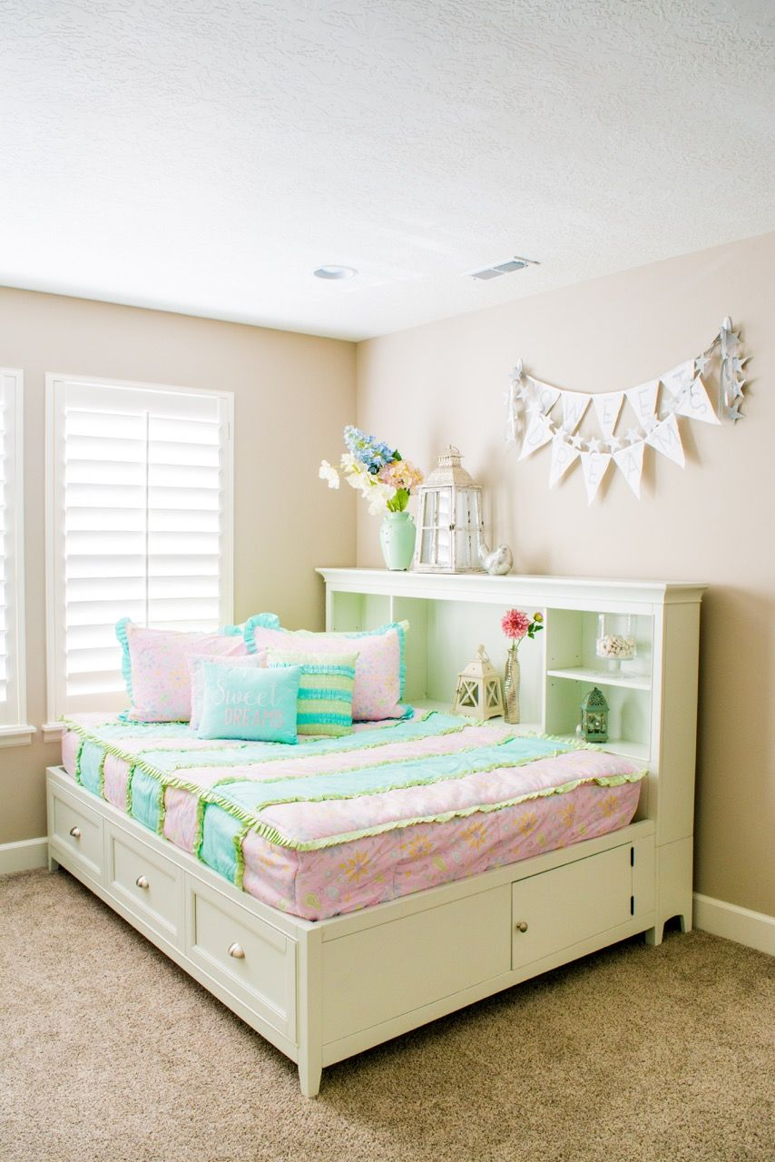 Cute Girl bedding! zipper bedding by Bed