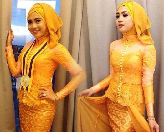 Kebaya Untuk Wisuda Gold Favorit Mahasiswi Hijab Party Model