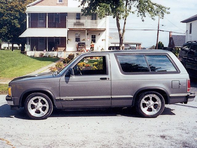 Sport Class Hardbody Ridin Around 1991 Chevy S10 Blazer Photo 2