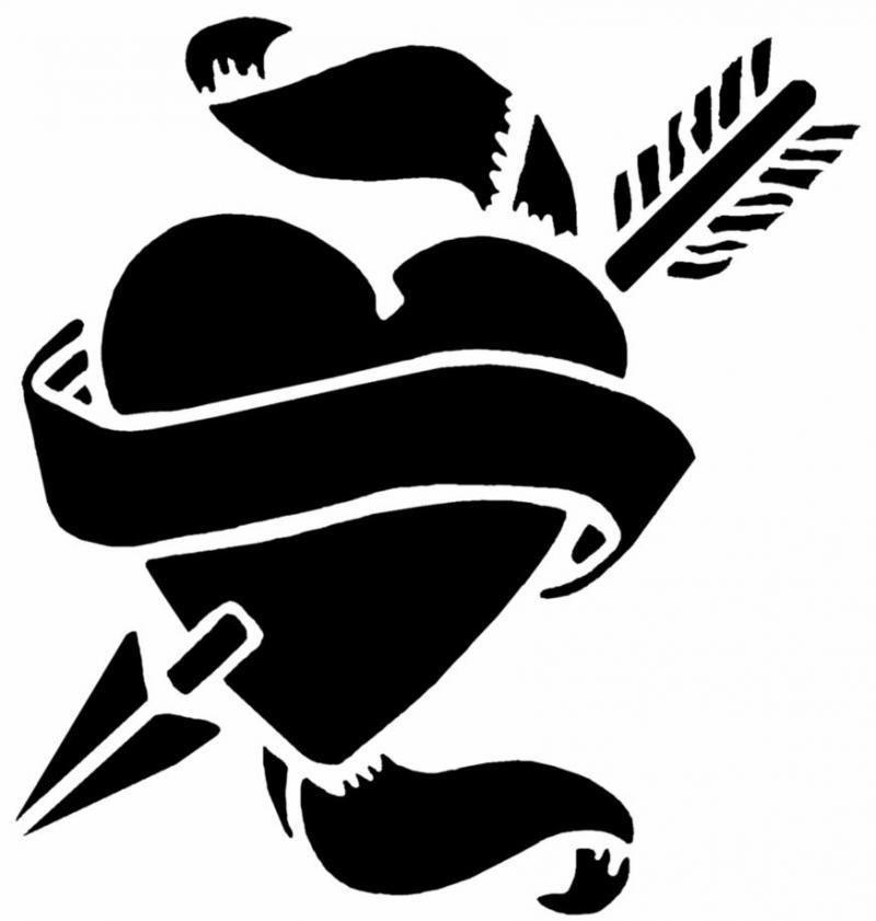 Image Coeur Noir Et Blanc modèle de tatouage en noir et blanc avec un coeur percé d'une flèche
