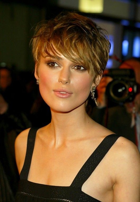 haircut droite keira knightley sexy messy courte avec. Black Bedroom Furniture Sets. Home Design Ideas