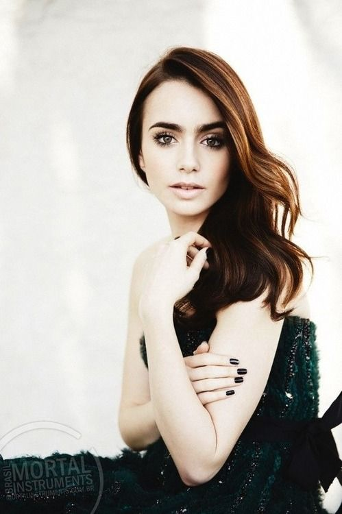 Lily Collins makeup is stunning