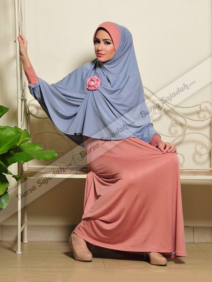 Set Busana Muslim Semi Formal Yang Terdiri Dari Dress Kerudung Bros Korsase Yang Cantik Ini Memiliki Perpaduan Warna Peach Dengan Bi Wanita Muslim Kerudung