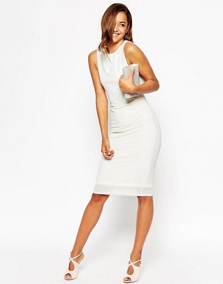 fe7c114ddbfd Idea per un vestito matrimonio invitata di colore bianco con effetti e  sandali di pelle bianca