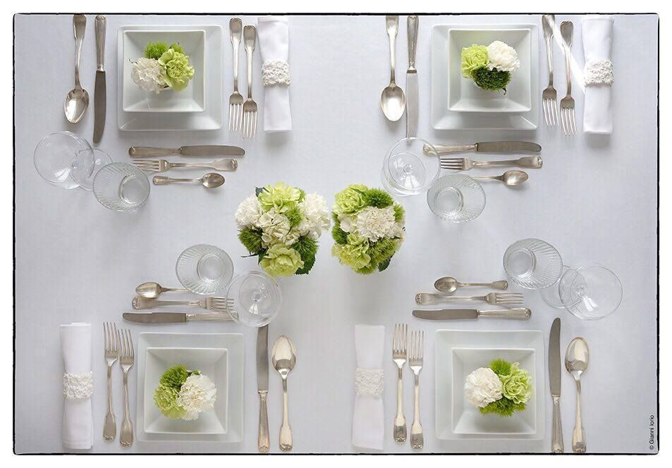 Apparecchiare in maniera giusta la tavola per una cena importante o per una serata tra amici - Tavola apparecchiata per amici ...