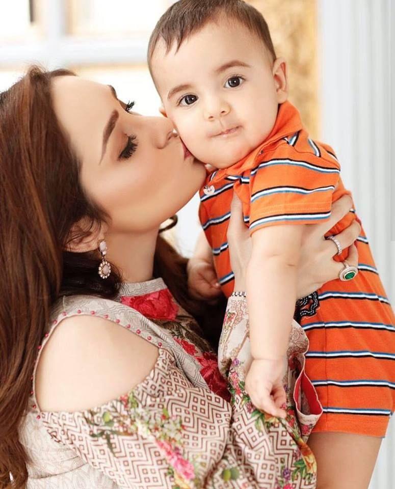 Juggan Kazim With Her Baby Pakistani