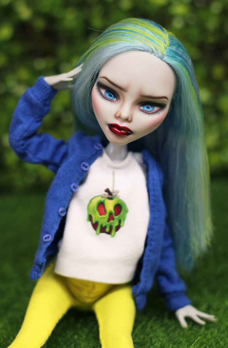 OOAK Monster High repaint doll inspired by Evil Queen/Snow White #ooakmonsterhigh