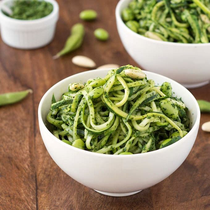 Zoodles with Kale Pesto and Edamame: zoodles are an awesome alternative to pasta if you're after something lighter. They are low-carb, low calories, vegan and gluten-free. | aseasyasapplepie.com #kale #edamame #pesto #zoodles #zucchini #noodles #recipe
