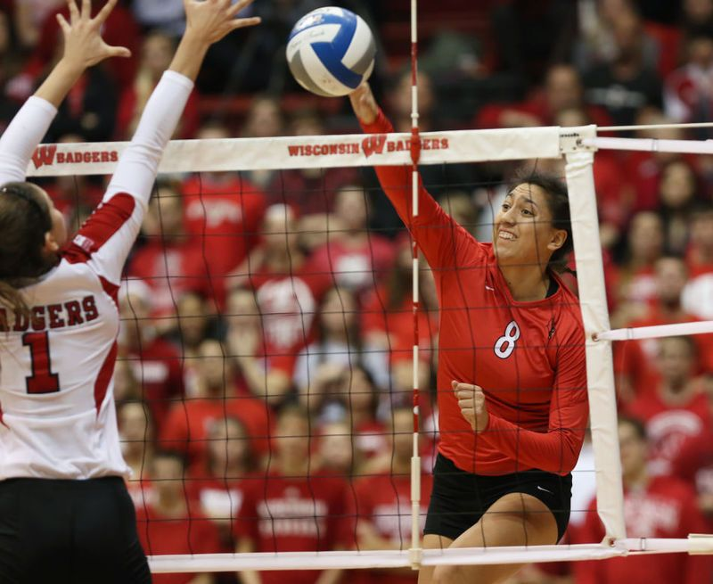 Photos Wisconsin Beats Illinois State In Ncaa Women S Volleyball Tournament Women Volleyball Volleyball Tournaments Illinois State