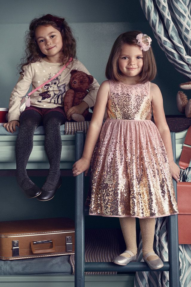 42feab91e271 Come together in style with winter knits, sparkly dresses, smart suits and  amazing accessories. | H&M Kids