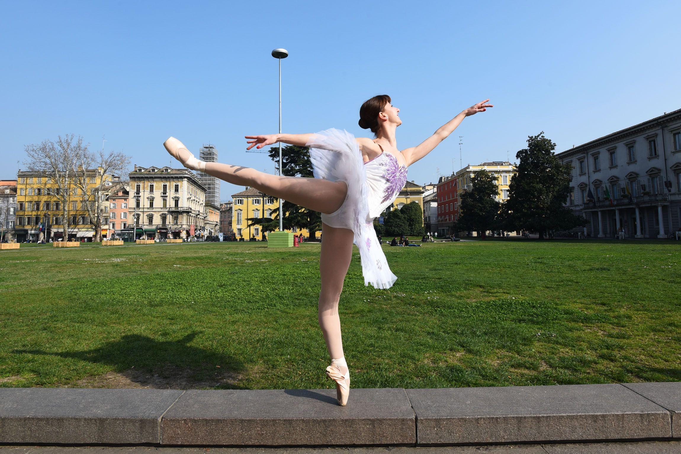 Chiara gasparini prima ballerina della compagnia nuovo for Arredamento scuola di danza