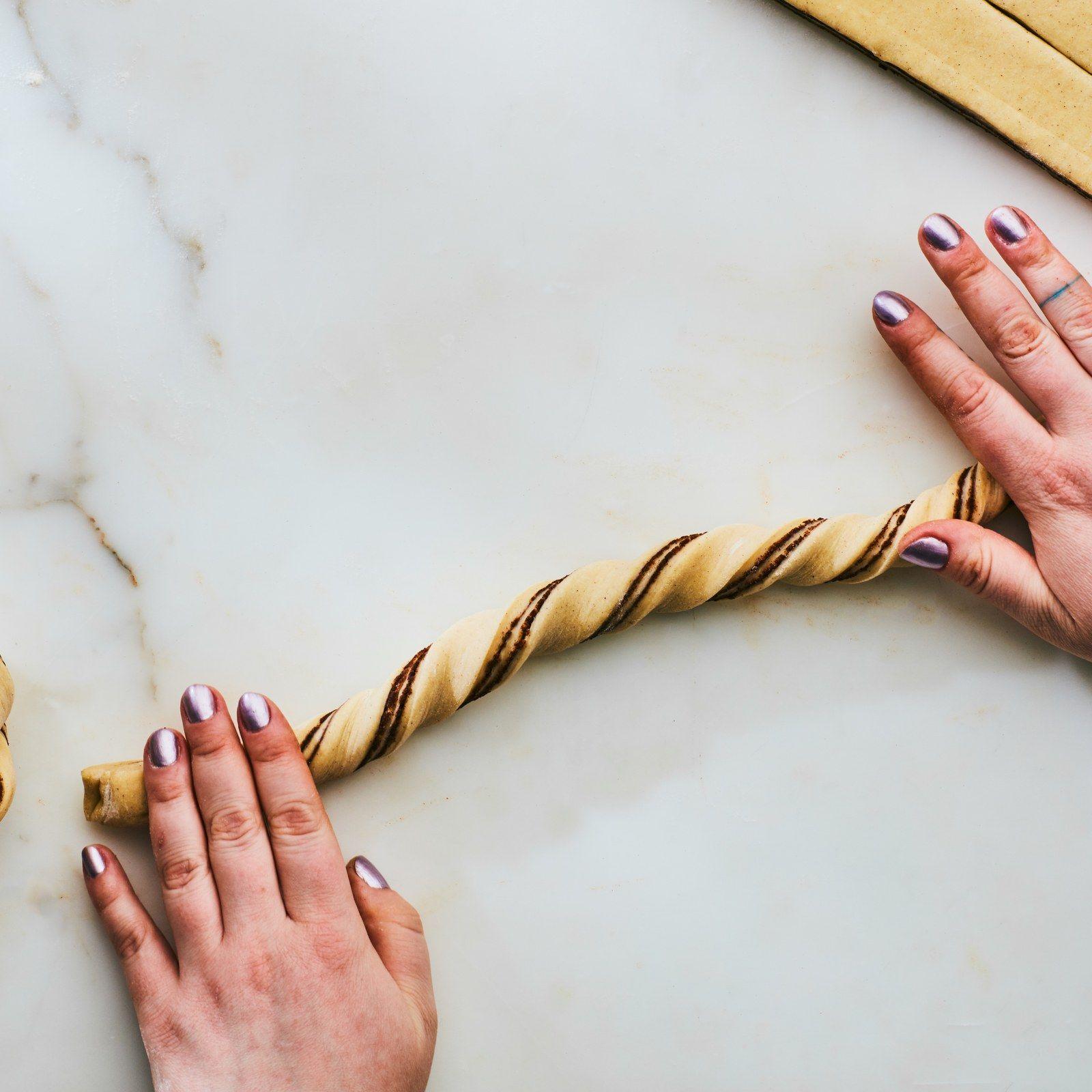 How to Make and Shape Our Glazed Cinnamon-Cardamom Buns #cardamombuns