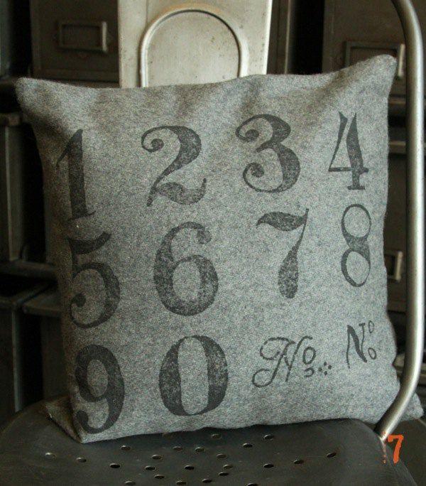 coussin de style industriel chiffres industriel. Black Bedroom Furniture Sets. Home Design Ideas