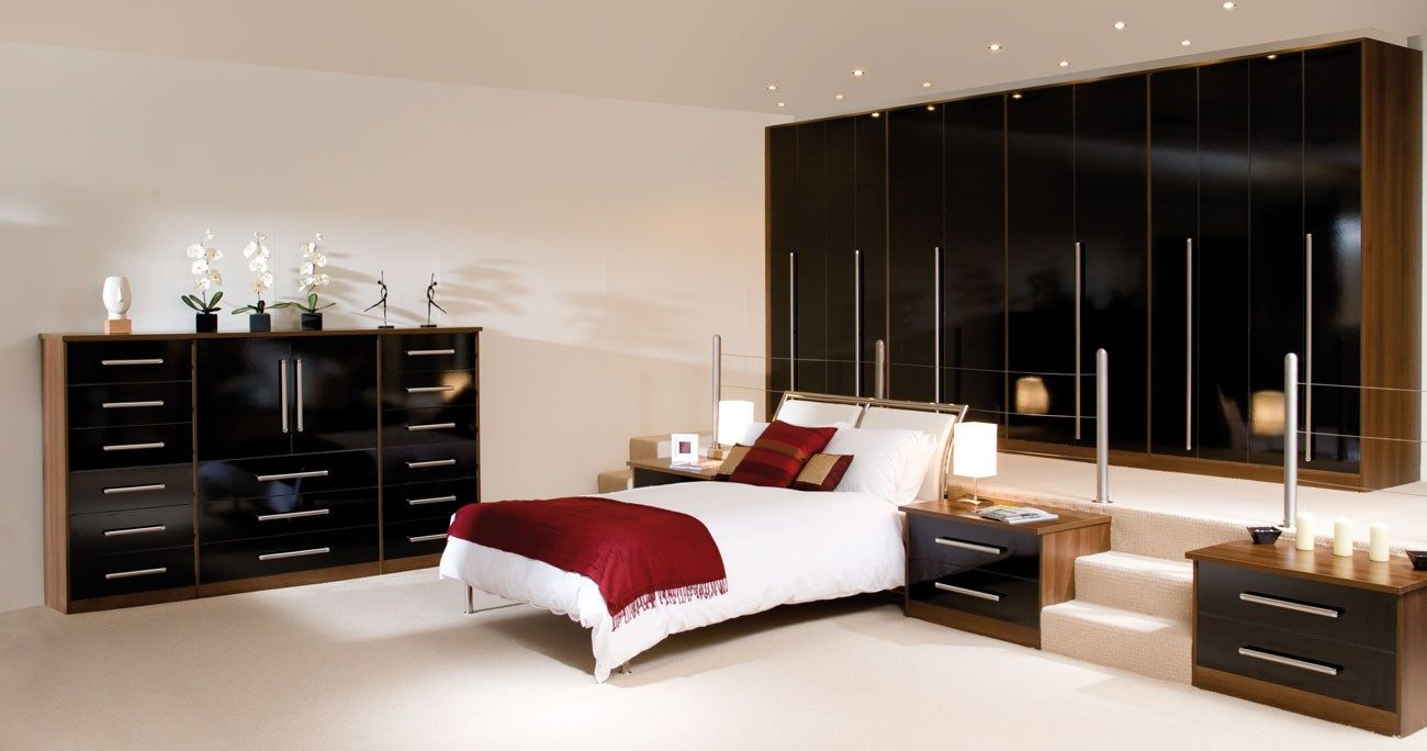 There are big bedrooms small bedrooms guest bedrooms and master