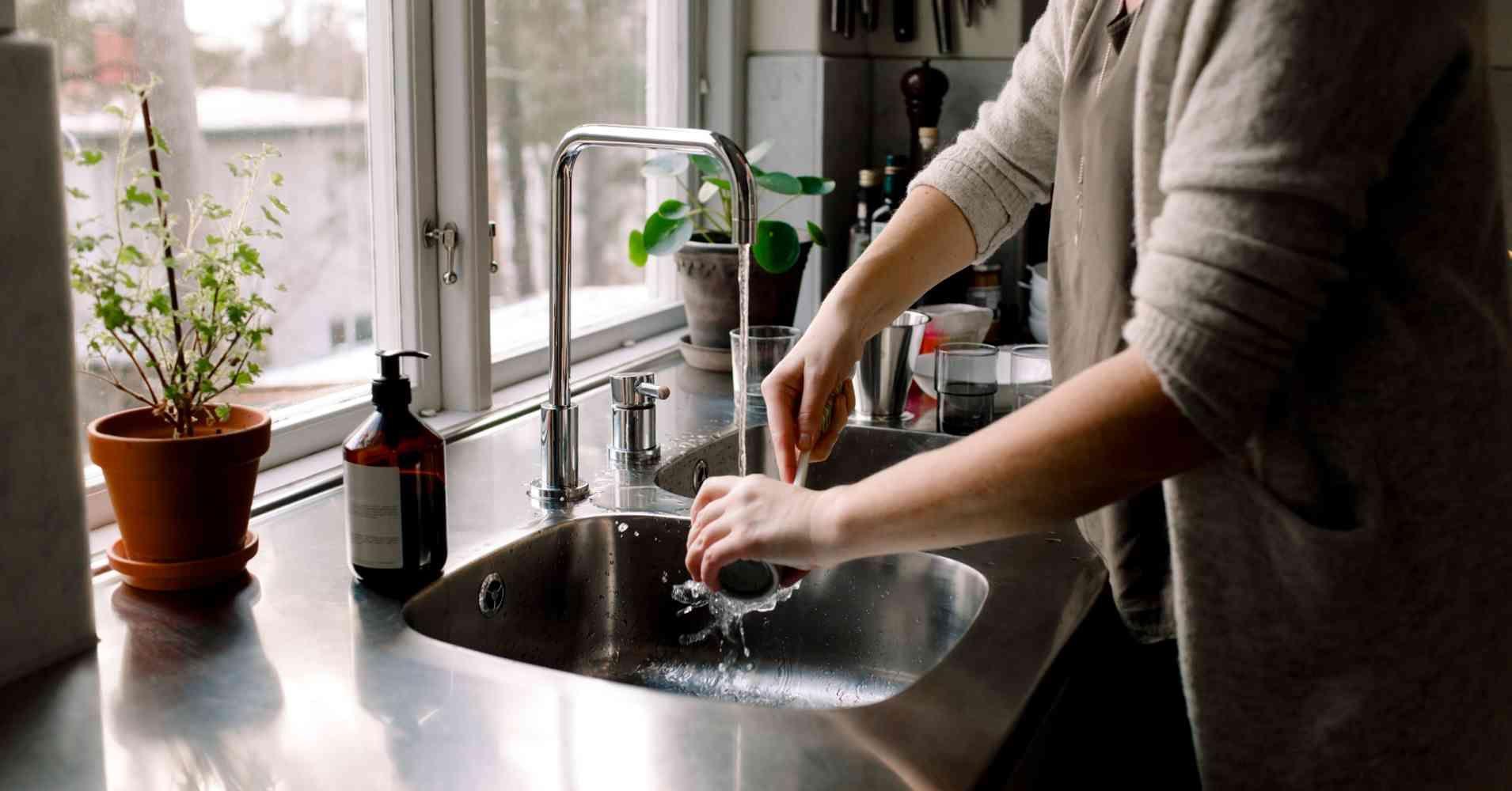 Uble Geruche Aus Dem Abfluss 5 Hausmittel Die Wirklich Helfen Verstopfte Abflusse Abfluss Und Hausmittel