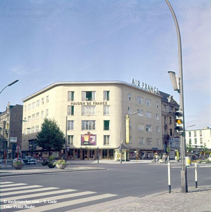 Berlin Charlottenburg Kurfuerstendamm 1961 Ecke Uhlandstrasse Maison De France Berlin Germany West Berlin Berlin Wall