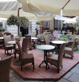 Restauracja Main Square W Krakowie Outdoor Furniture Sets Outdoor Decor Furniture Sets
