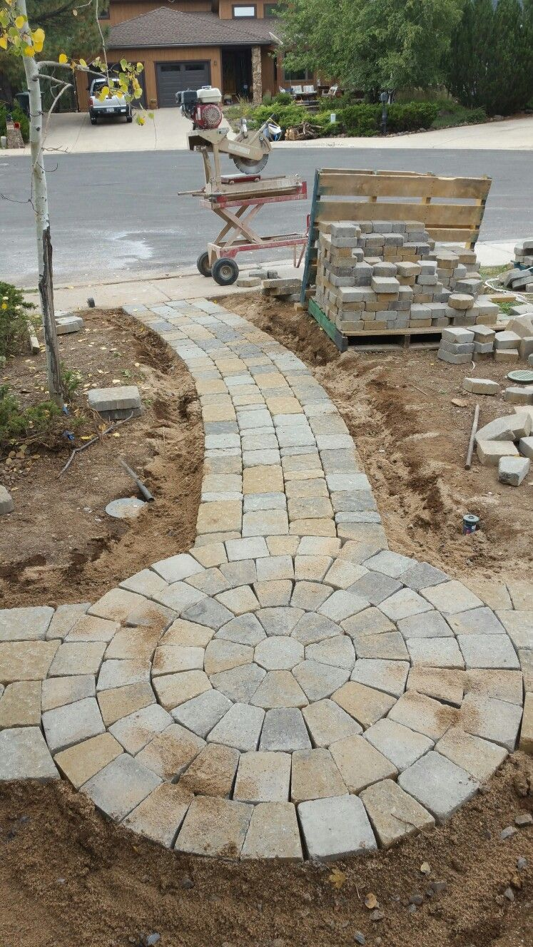 Bergerac Belgard Pavers With Dublin Modular Circle Victorian Blend Is The Color In Flagstaff Arizona Flagstaffpavers Cobblestone Patio Flagstone Patio Patio
