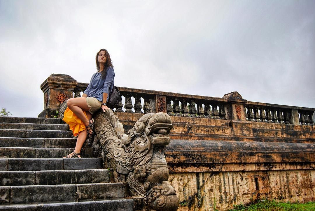 Stairway to Heaven. Imperial City Hue Vietnam. #travel #traveling #wanderlust #vietnam #hue #girl #chica #woman #cute #beautiful #amor #love #fortaleza #fort #yellow #amarillo #lifestyle #aventura #adventure #viaje #viajar #wanderlust #picoftheday