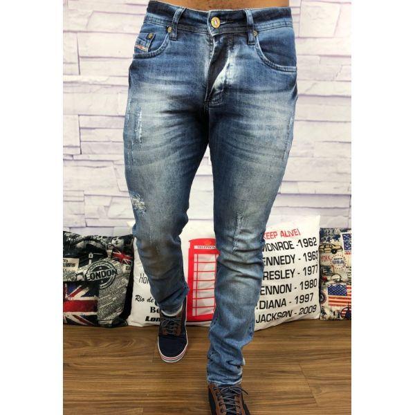69277cd038c74 Encontre aqui na Grifeshopping calça diesel Masculino marcas e com os melhores  preços. São grandes