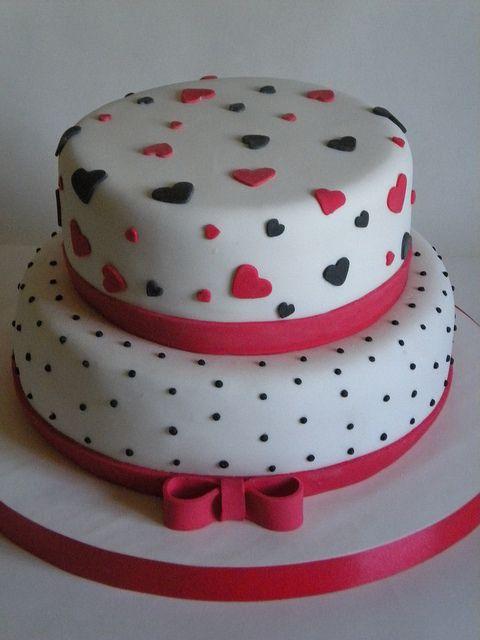 Torta en Rojo y Negro by Pastelera Bakery Shop, via Flickr