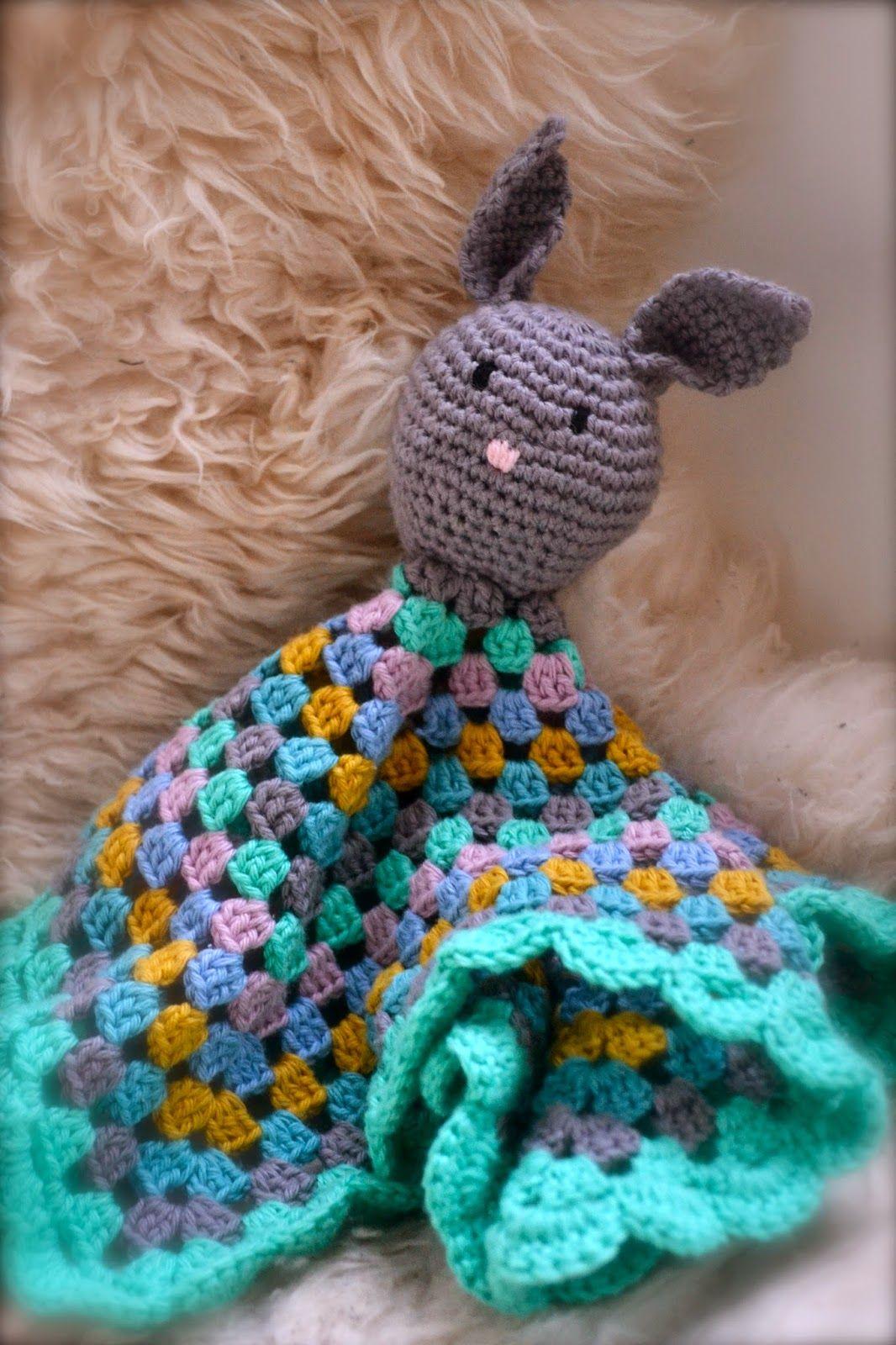 En lille kanin nusseklud.. Hæklet som en barselsgave til min søde venindes dejlige, lille pige :)