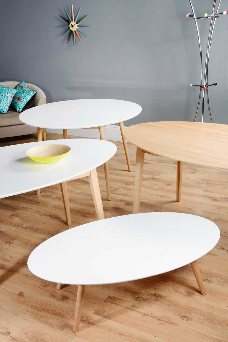 Dining Table Retro Lacquered White Oval + 4 Eames Chairs (Oval Dining Table Lacquered  White Gloss + 4 Eames White DSW)