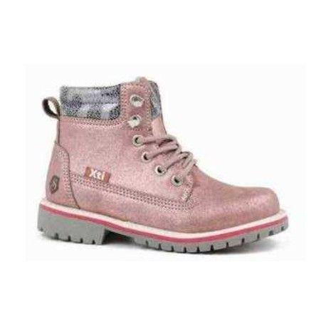 7679e340ec2 Bota niña estilo montaña Bota tipo montaña con estilo actual y desenfadado.  Zapato deportivo y femenino en color rosa metalizado para los días de otoño  e ...