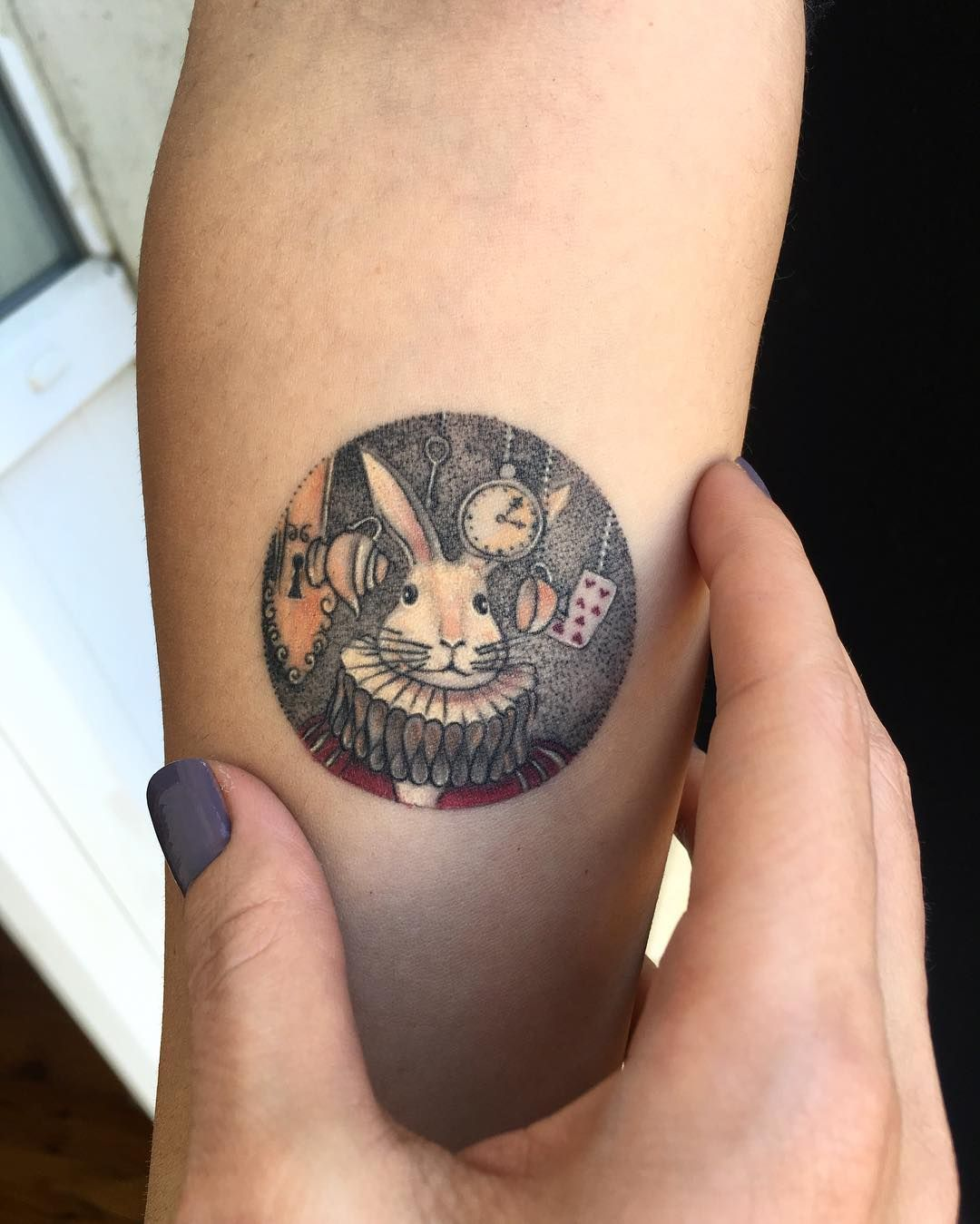 Circle Tattoos Are Magical Little Vignettes And People Are Falling In Love With This One Artist S Exquisite Crea Circular Tattoo Circle Tattoos Rabbit Tattoos