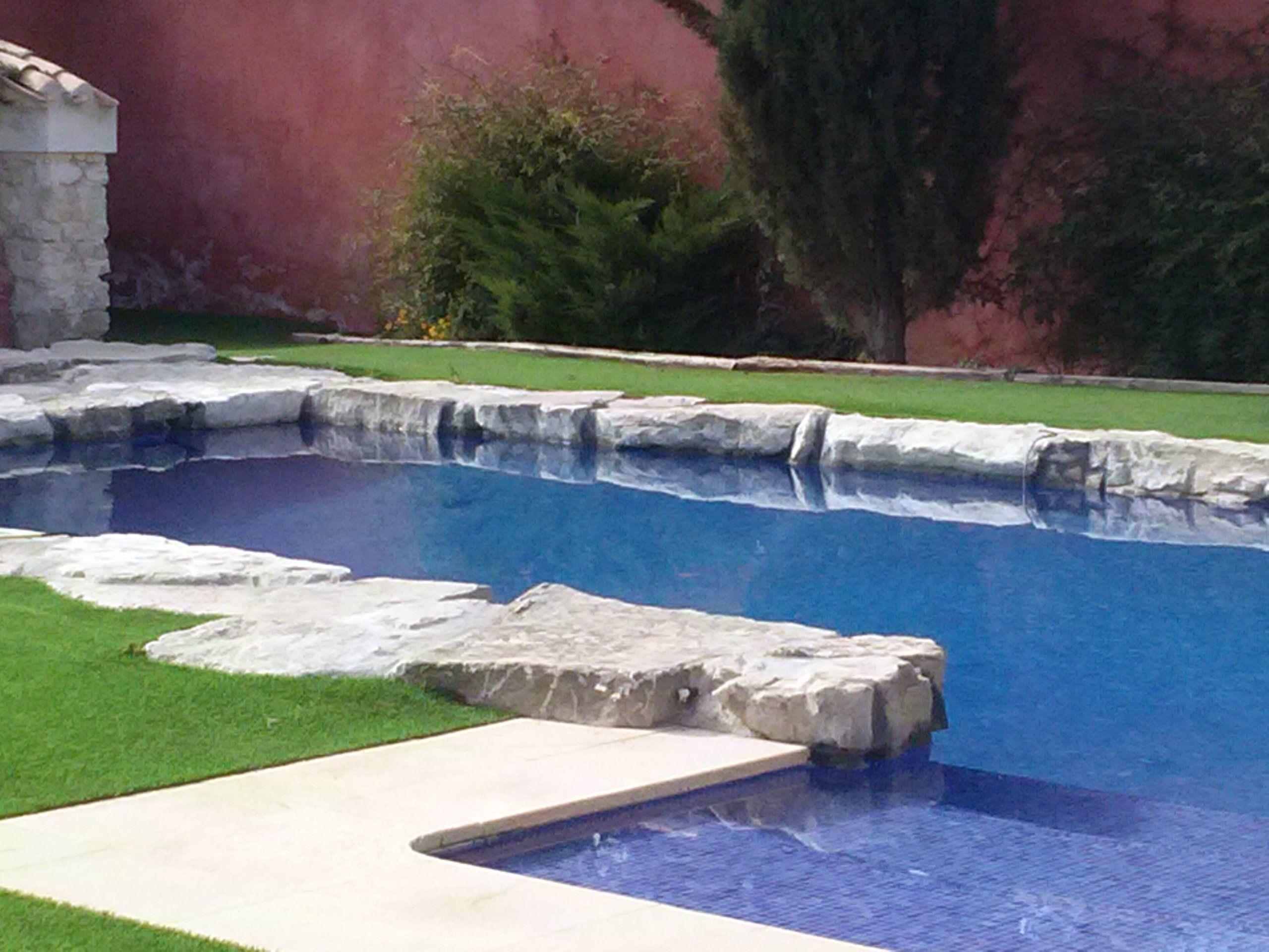 Alberca realizada con losas de piedra grandes recuperadas - Losas para piscinas ...