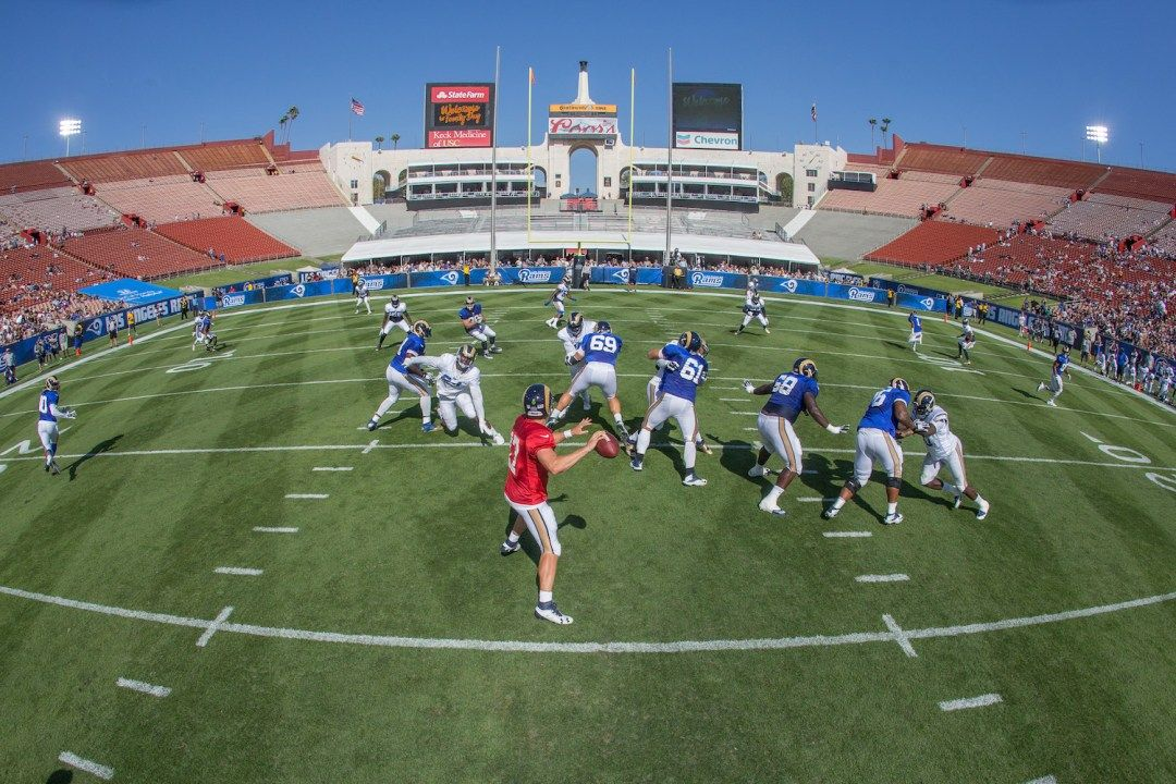 Creative Sports Shooting Ideas From The La Rams Training Camp Training Camp Sports Shooting Sports