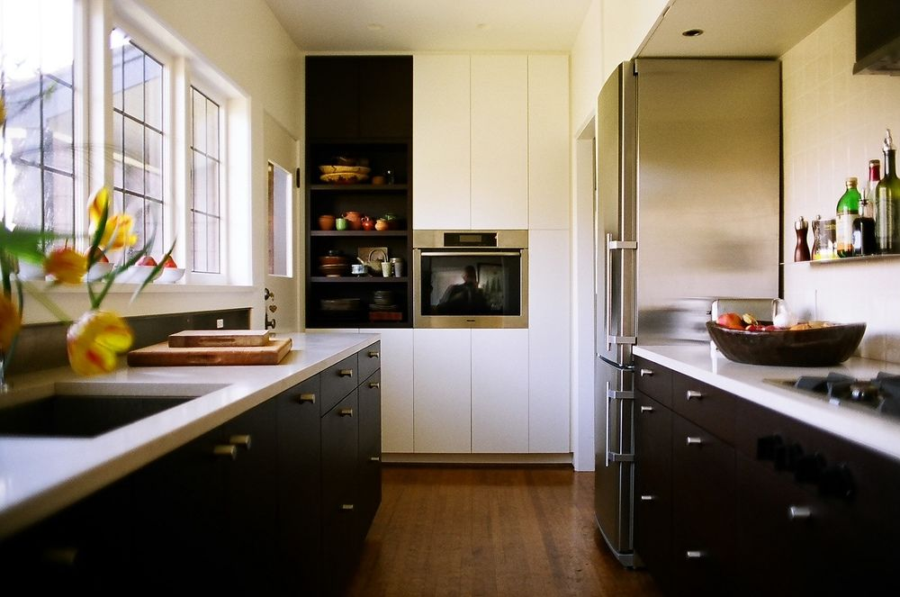 I like the black bottom cabinets and